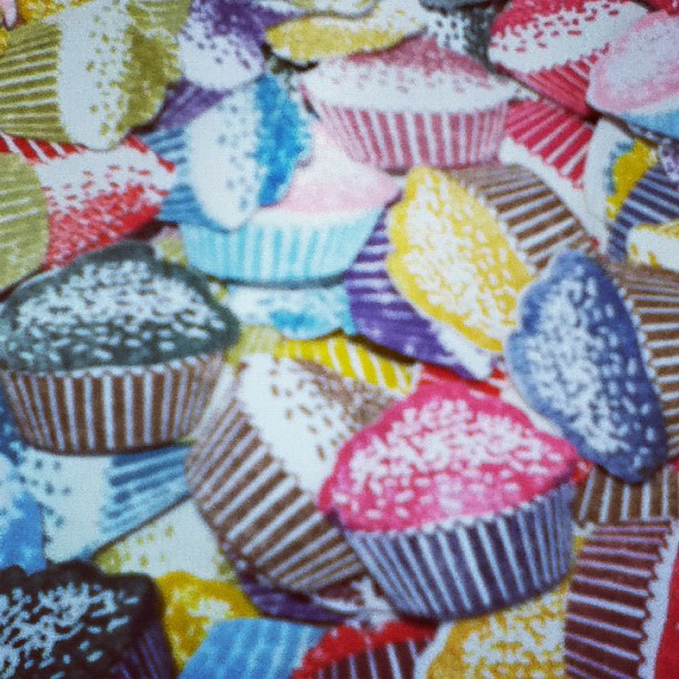 スタンプしてパンチして…カップケーキを大量生産しました(^_^) - from Instagram