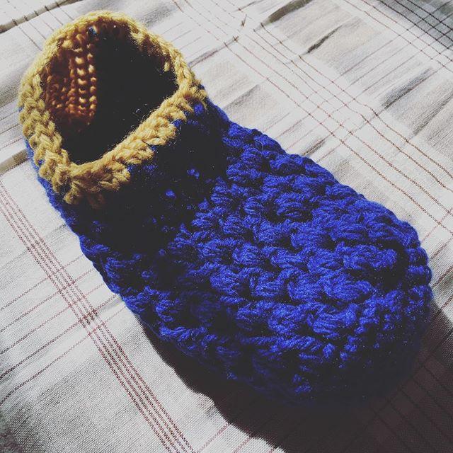ルームソックス編んでみた。適当に編んだらミッキマウのサイズに(。-_-。)