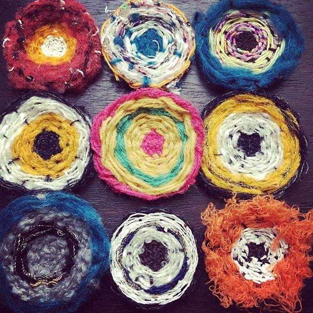 昨日の画像ですが…(^_^;先日伝授頂いたので忘れないように織り織り(^.^) 楽しいよ〜♪