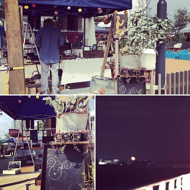昨日は柏の葉T-SITEのレトロ雑貨&手づくり市に出展でした。おしゃべりに夢中で写真は二枚(^_^; お届け物などの寄り道をした帰りのお月様の大きかったこと!楽しい一日をありがとうございました( ´ ▽ ` )ノ