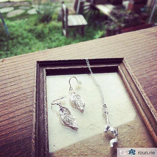 Repost from @roun.rie @TopRankRepost #TopRankRepost 今日はkuru silverさんの繊細で綺麗なシルバーアクセサリーも展示販売しています♪16時まで、お待ちしています。